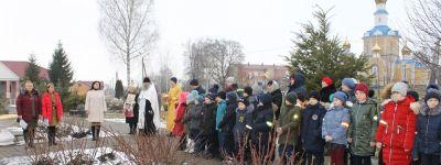 Настоятель храма Рождества Пресвятой Богородицы поздравил жителей Жуково с 77-летием освобождением села и совершил благодарственной молебен