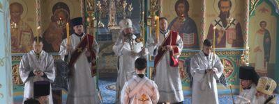 Епископ Губкинский совершил литургию в Успенском храме посёлка Пролетарский