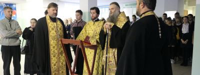Молебен перед началом учёбы совершил в школе №2 в Валуйках епископ Валуйский