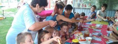 Праздник «Медовый спас» организовали для детей в ТОС «Сказка» в Пятницком