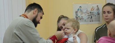 Белгородские сёстры милосердия помогли совершить Таинства Покаяния и Святого Причащения в онкогематологическом отделении Областной детской больницы