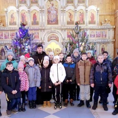В дни святок ребята из воскресной школы в Казинке побывали на ледовой арене «Олимп» и совершили паломничество в храм апостола Андрея Первозванного