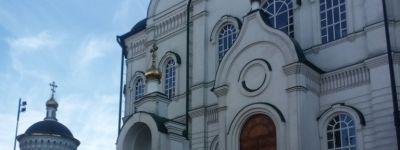 Ребята из православной гимназии побывали на экскурсии на воронежской кондитерской фабрике и поклонились мощам воронежских святых