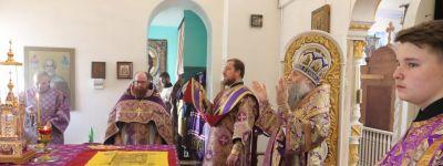 Епископ Валуйский совершил литургию в храме Параскевы Пятницы в посёлке Пятницкое