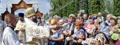 Епископ Губкинский на Преображение совершил Божественную литургию в главном храме епархии
