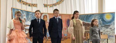Рождественский утренник, подготовленный преподавателями и учащимися Воскресной группы Никольского храма, провели в  Валуйках