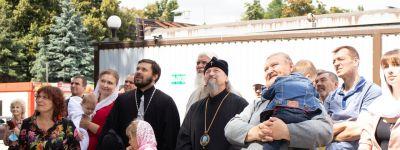 Купол, освящённый митрополитом Белгородским, и крест установили на домовом храме в православном детском саду в Старом Осколе