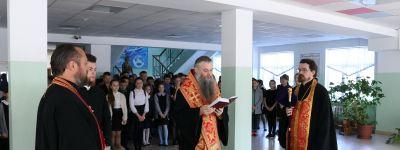 Епископ Валуйский благословил школьников на учёбу