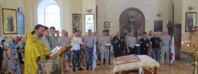 С молитвы в храме Казанской иконы Божией Матери началось празднование Дня Военно-Морского флота в Томаровке