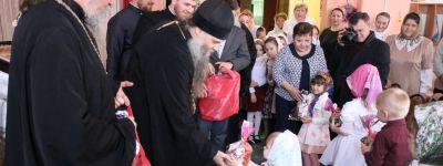 В святочный день епископ Валуйский навестил детей из реабилитационного центра «Возрождение» в селе Советское