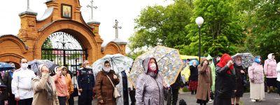Белгородский митрополит поблагодарил православных за стойкость и подчеркнул важность восстановления приходской жизни