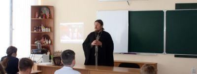 Настоятель Покровского храма показал школьникам в Иловке фильм проекта «Общее дело»