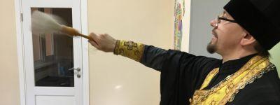 Губкинский детский сада «Светлячок» освятили клирики Спасо-Преображенского собора