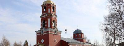 Епископ Валуйский совершил литургию в Красном