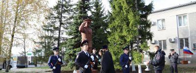 В городе Строитель состоялось торжественное освящение памятника «Постовому полицейскому»