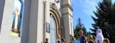 Школьникам начальных классов из Верхопенья показали устройство храма и рассказали о святых