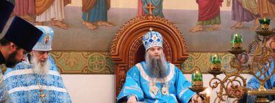 Епископ Валуйский в престольный праздник совершил литургию в храме иконы Божьей Матери «Знамение» в Уразово