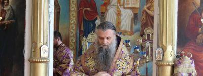 Епископ Валуйский посетил 2-е Бирючанское благочиние и совершил Литургию в храме Успения Пресвятой Богородицы села Ливенка