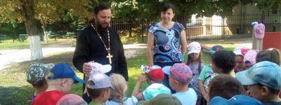 Игру-представление «Праздник Спаса встречаем – всех  угощаем» провели в детском саду в Верхопенье