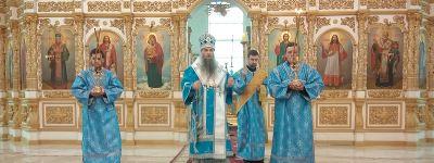 Епископ Валуйский совершил Утреню с чтением Акафиста Пресвятой Богородицы в Свято-Николаевском кафедральном соборе епархии