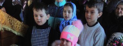 Детский хор под управлением матушки Виринеи Кашиной впервые спел в храме в Плоте