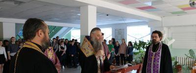 Епископ Валуйский совершил молебное пение на учение отроков в школе №2 в Валуйках