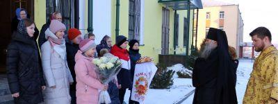 Епископ Валуйский совершил литургию в соборе Покрова Пресвятой Богородицы города Бирюч