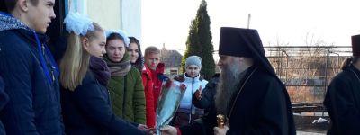 Епископ Валуйский совершил литургию в Никитовке и побывал в здешнем доме-интернате для престарелых