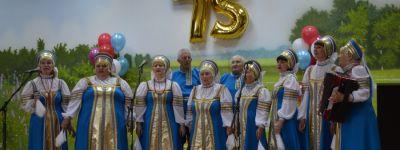 Настоятель храма Серафима Саровского поздравил новооскольцев с 75-летием интерната для ветеранов