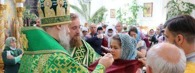 В День Святой Троицы епископ Валуйский совершил праздничную Божественную литургию в Свято-Николаевском кафедральном соборе