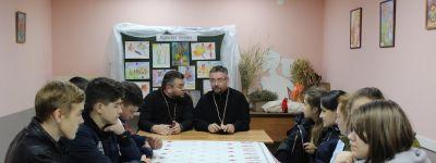 Настоятель Покровского храма села Бабровы Дворы рассказал школьникам о значении богослужения в жизни православных христиан