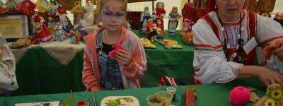 Фестиваль «Большанская пчёлка» в честь Медового Спаса провели в Чернянском благочинии