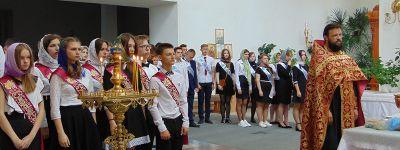 Благочинный 1-го Бирюченского округа пожелал школьникам благословения Божьего во всех добрых начинаниях и попросил прислушиваться к совести