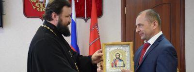 Благочинный Бирюча напутствовал нового главу администрации и  поздравил с 75-летием освобождения района