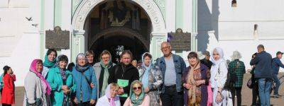 Глухие из Губкина вместе с батюшкой совершили паломничество в Свято-Троицкую лавру