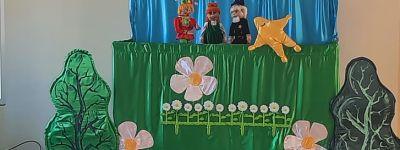 Экологический калейдоскоп «Маленькие чудеса большой природы» и кукольный спектакль «Дорогою добра» показали ребятам из лагеря «Ковчег»