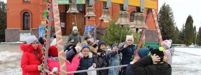 Губкинские гимназисты побывали в Спасо-Преображенском кафедральном соборе и позвонили в колокола
