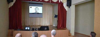 Настоятель храма святителя Василия Великого рассказал о Почаевской иконе Божией Матери работникам и пациента психинтерната в Борисовке