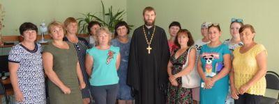 Вейделевский благочинный встретился с социальными работниками, которые ухаживают за пожилыми людьми