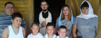 В Черновском источнике в честь святой Матроны Московской приняла Крещение многодетная семья из Прохоровского благочиния
