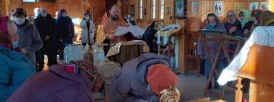 Частицы мощей особо почитаемых святых торжественно встретили в храмах Ровеньского благочиния