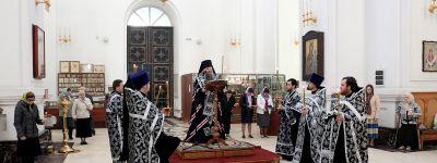 Утреню с чтением Великого покаянного канона совершил епископ Валуйский