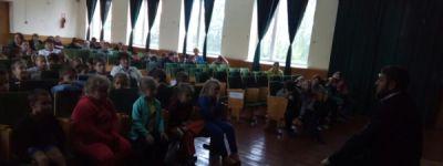В Козинской школе батюшка провёл духовную беседу, посвященную празднику Воздвижения Честного и Животворящего Креста Господня