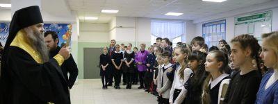 Молебен для школьников совершил Епископ Валуйский