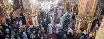 Белгородский митрополит совершил Божественную литургию в Христорождественском храме в Старом Осколе