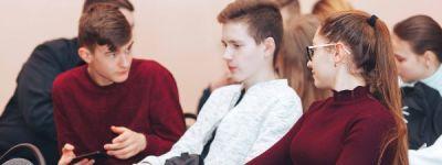 Грайворонский Центр молодёжных инициатив и благочиние организовали на Сретенье беседу священника со школьниками об  истинных и мнимых ценностях
