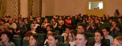 Протоиерей Федор Сикуринец в Губкине поздравил победителей олимпиады по «Основам православной культуры»