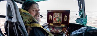 Митрополит Белгородский совершил воздушный крестный ход над Белогорьем для защиты от зараз