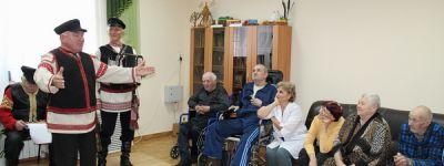 Волонтёры Грайворонского благочиния навестили ветеранов труда