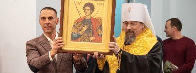 Белгородский митрополит подарил икону Нестора Солунского белгородским борцам